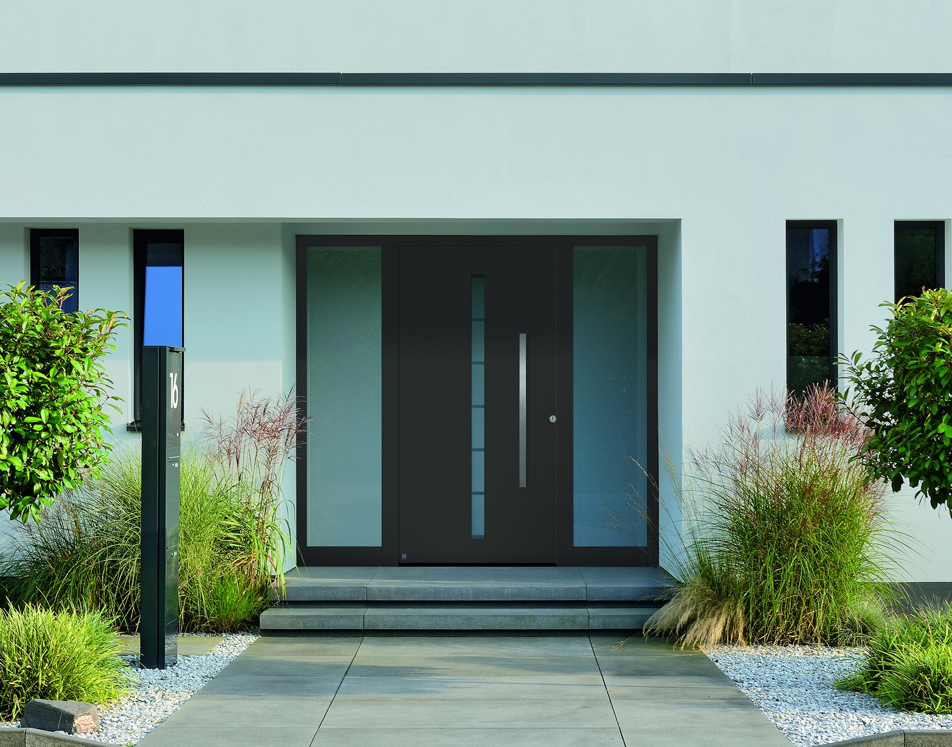 Moderne bruine voordeur